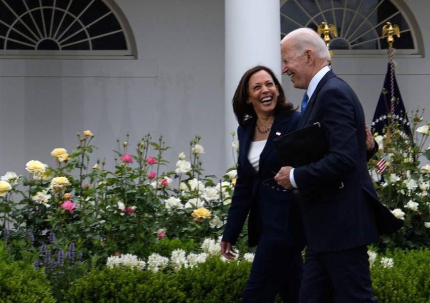 توجه بايدن إلى حديقة الورود في البيت الأبيض بدون كمامة. (أ ف ب)