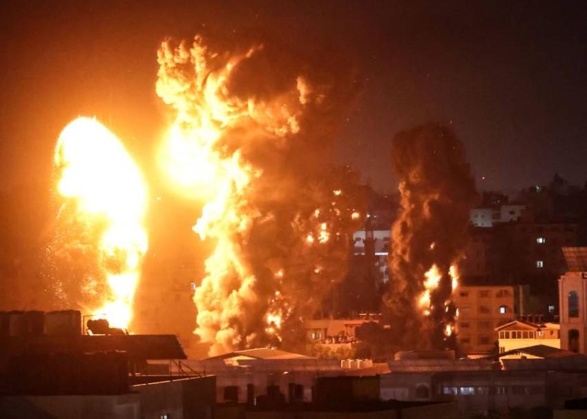 مدينة غزة في أعقاب قصف إسرائيلي ليل أمس. (أ ف ب)