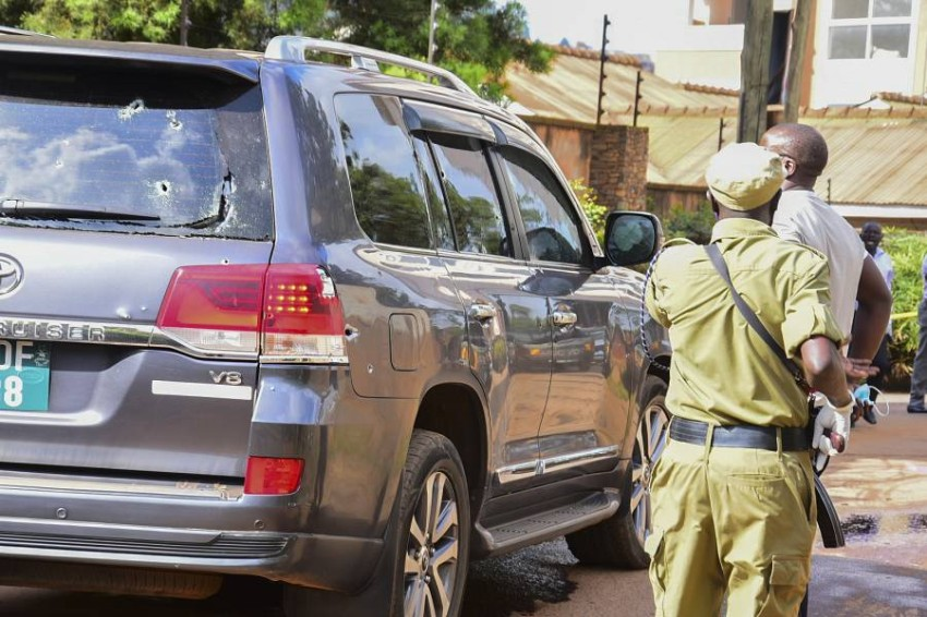 مهاجمين على متن دراجات نارية فتحوا النار على سيارة الجنرال كاتومبا وامالا - EPA.