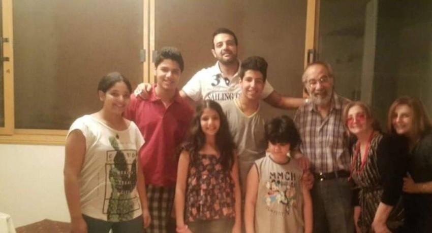 الراحل محمود ياسين مع العائلة