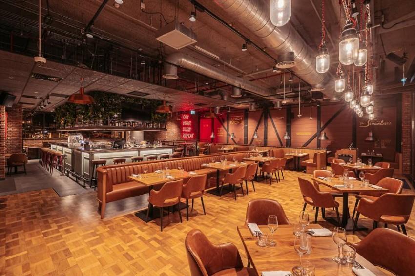 مطعم CMP Bar & Grill دبي