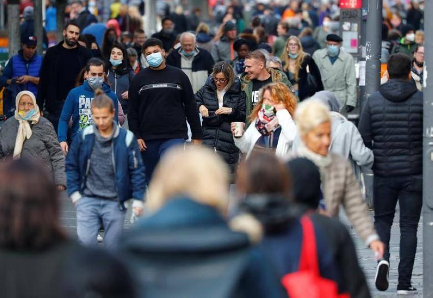 معدل رضا الألمان عن إجراءات أوروبا في مواجهة كورونا يقل عن غيرهم من الأوروبيين. (رويترز)