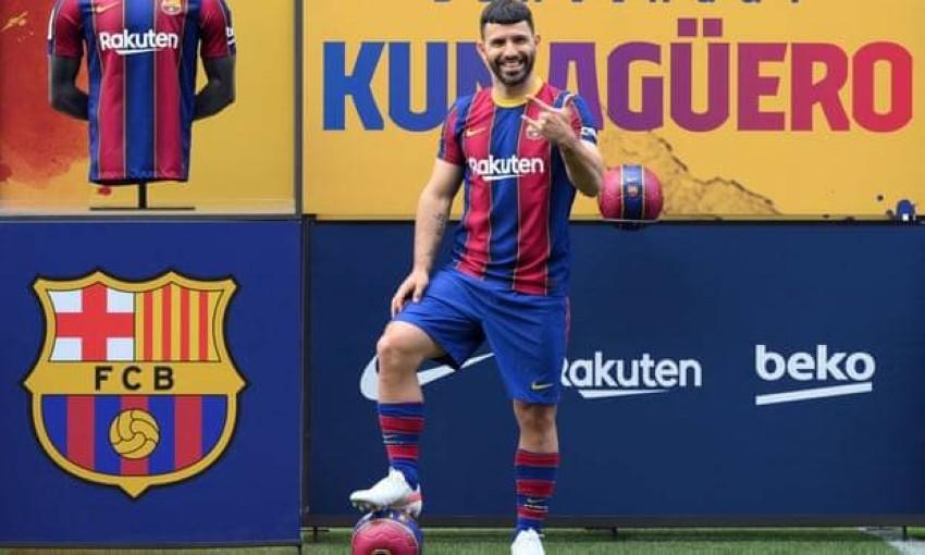 سيرجيو أغويرو لاعباً لبرشلونة (غيتي)