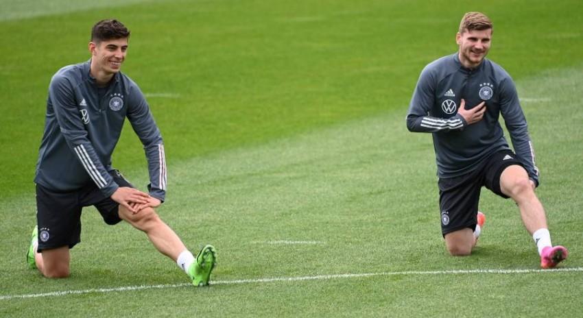 كاي مع فيرنر في تدريبات منتخب ألمانيا. (أ ف ب)