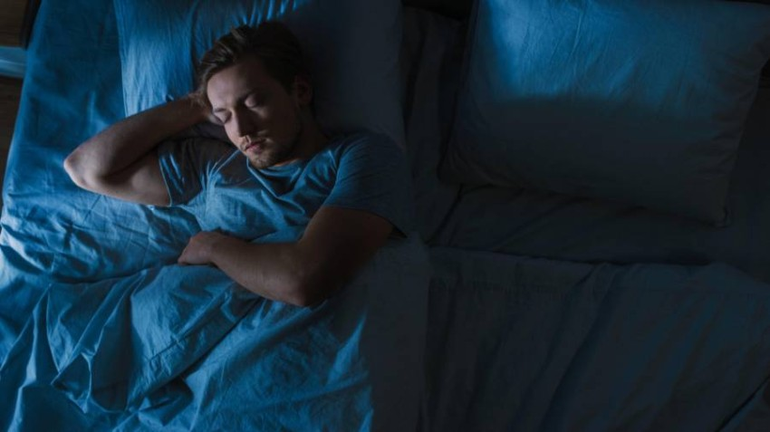 الحركة والتعرض لضوء الشمس.. أفضل النصائح للحصول على نوم أفضل.