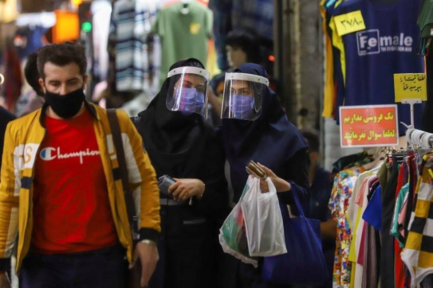 زحام في بازار طهران في العاصمة الإيرانية. (رويترز)