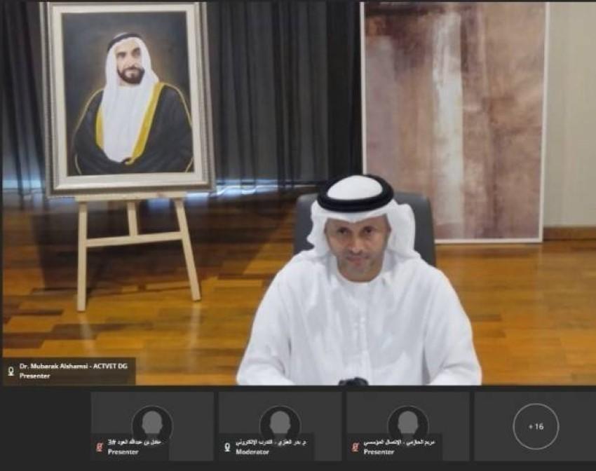 مبارك سعيد الشامسي يلقي كلمته «عن بعد» خلال الملتقى.