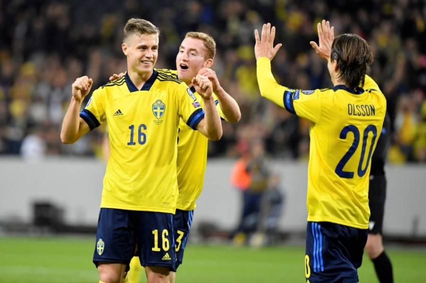 سفانبيرغ مع كولوسيفسكي في منتخب السويد. (رويترز)