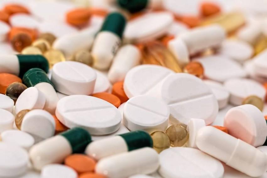 تشمل المنتجات المزيفة الأدوية، مستحضرات التجميل، الألعاب وغيرها.