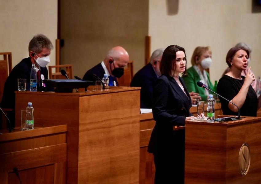 سفيتلانا تيخانوفسكايا تتحدث أمام مجلس الشيوخ التشيكي. (رويترز)
