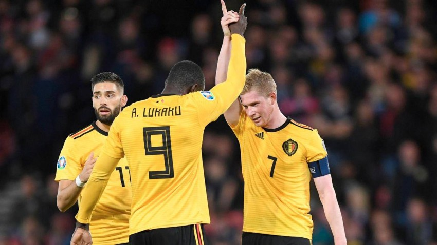 كيفين دي بروين وروميلو لوكاكو مع منتخب بلجيكا (أيه أف بي)