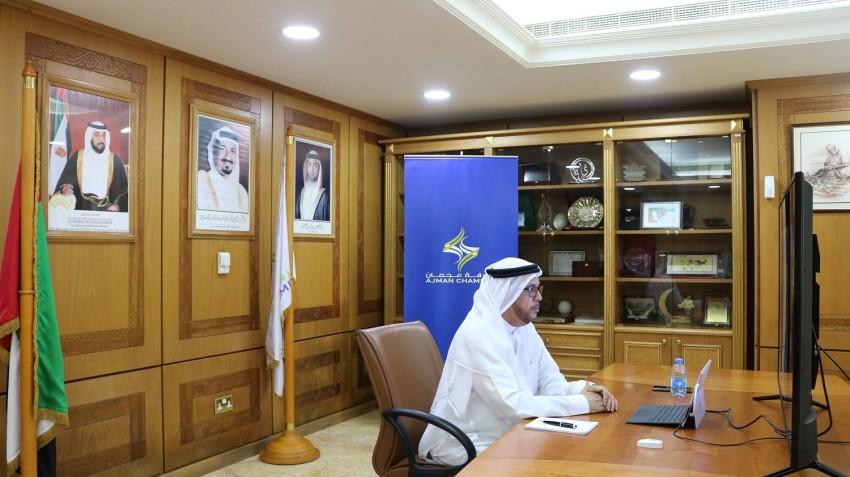 عبدالله المويجعي يترأس الحلقة النقاشية.