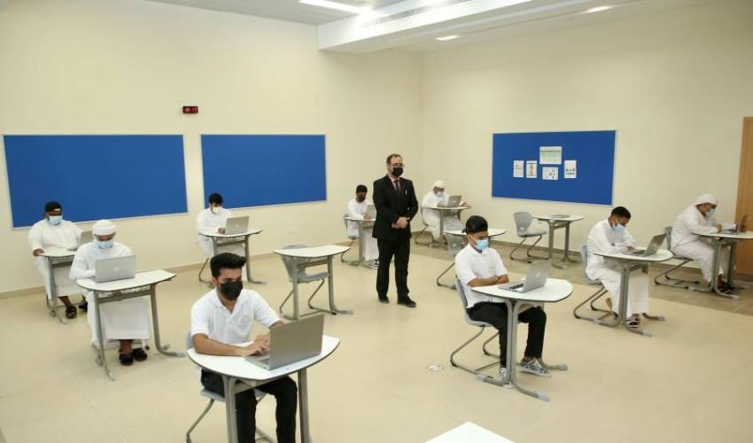 طلبة الصف الـ12 يؤدون الاختبارات في اللجان حضورياً. (من المصدر)