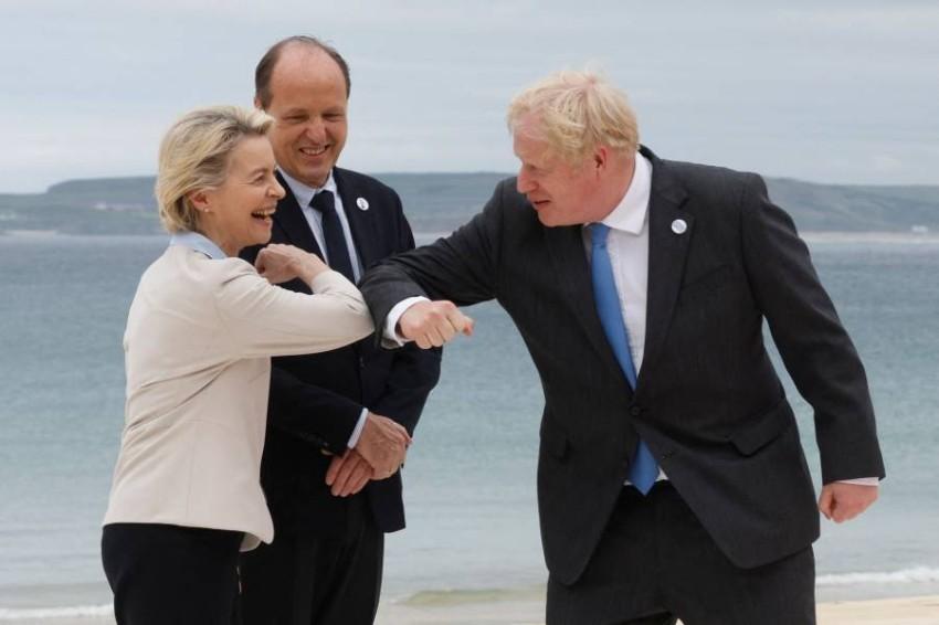 جونسون ورئيسة المفوضية الأوروبية. (أ ف ب)
