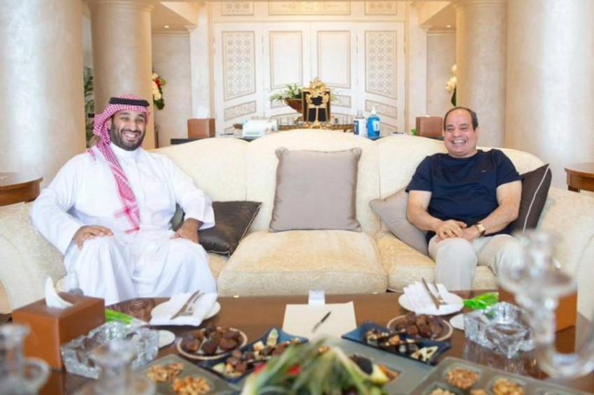 الرئيس السيسي وولي العهد السعودي بشرم الشيخ.(الرئاسة المصرية)