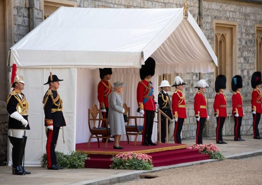 هذه المرة الأولى التي تحضر فيها الملكة إليزابيث هذا التقليد السنوي منذ وفاة زوجها الأمير فيليب قبل شهرين - أ ف ب.