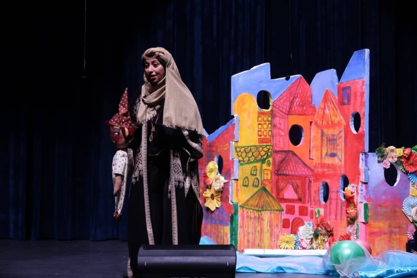 أثناء أحد العروض المسرحية المُقدمة للأطفال والتي تعمل نيروز على تنفيذها طوال العام
