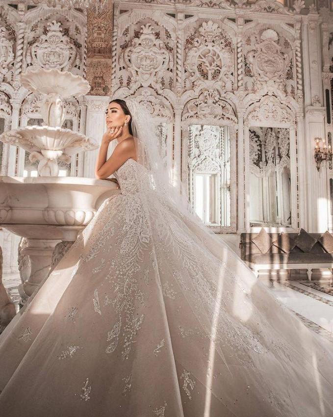 جسيكا عزار بفستان زفافها