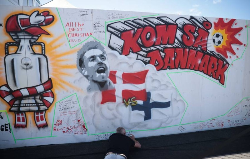 جدارية لكريستنسن في الدنمارك تضامناً معه. (رويترز)