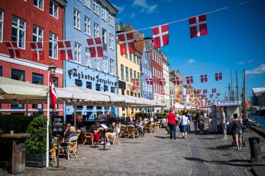 ممشى القناة.. أحد أبرز مناطق الجذب السياحي في كوبنهاجن. (أ ف ب)