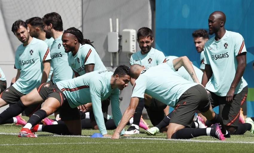 من تدريبات المنتخب البرتغالي. (رويترز)