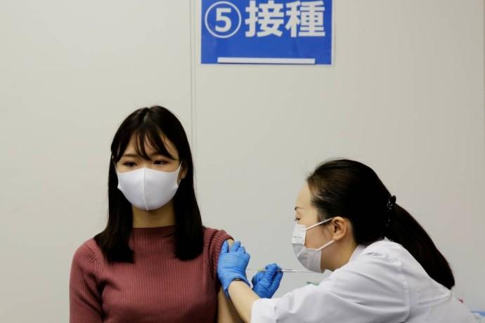 الزيادة السريعة في التطعيمات في آسيا كانت نتيجة لعدة عوامل - رويترز.