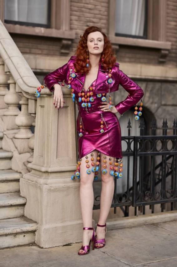 الفساتين اللامعة من كارين إليسون
