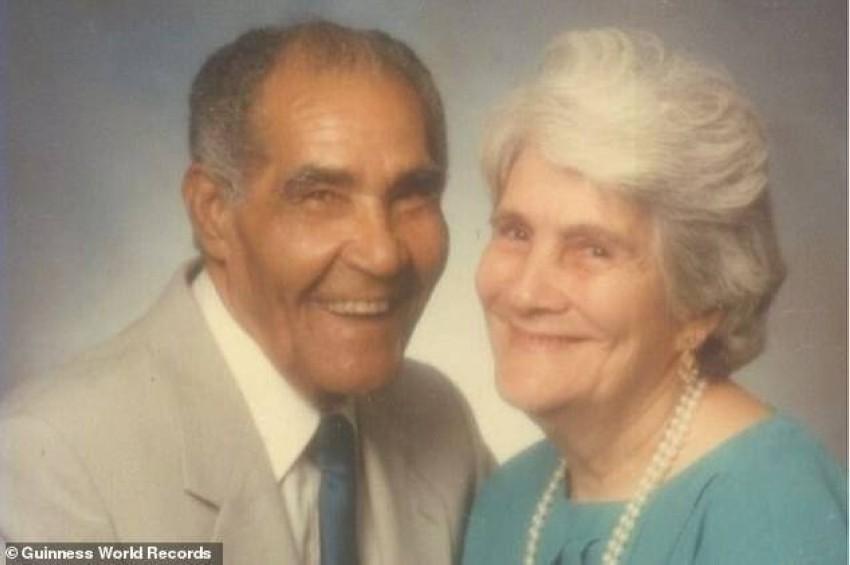 مع زوجته الراحلة