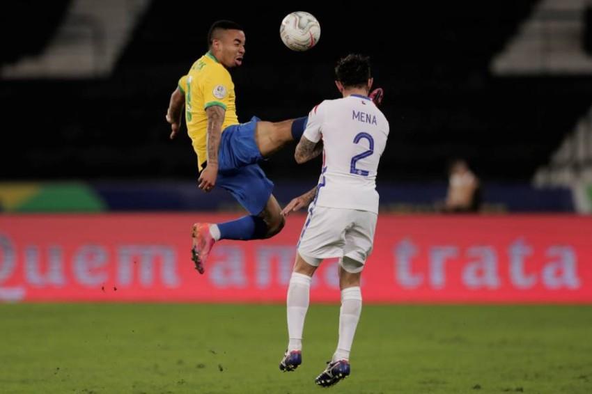 جيزوس في مباراة البرازيل وتشيلي. (إي بي أيه)