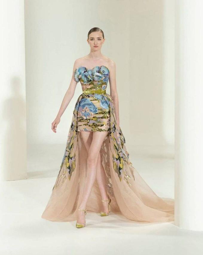 الفساتين المزينة بالورود بمجموعة إيلي صعب 2021