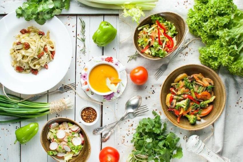 تناول الخضراوات والفواكه كنظام غذائي أوحد يؤدي لكثير من المشكلات الصحية للإنسان