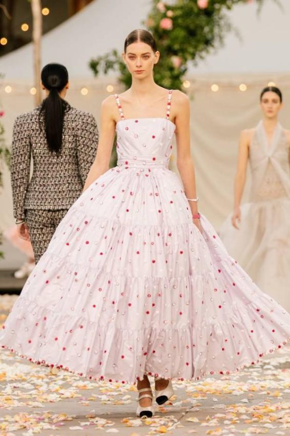 الفساتين المنفوشة الملونة من شانيل