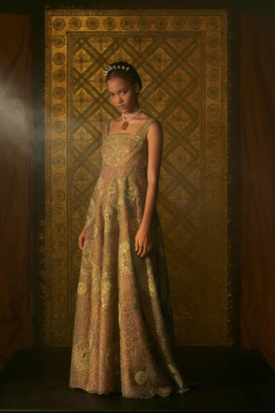 ديور وفساتين الزفاف البسيطة