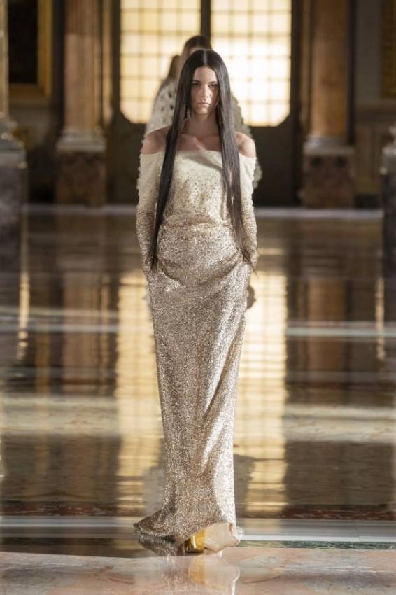 الفساتين الميتالك من فالنتينو