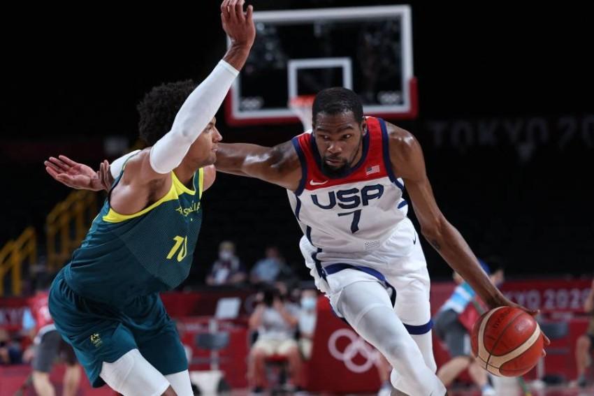 من مباراة أمريكا وأستراليا بمنافسات السلة في طوكيو 2020. (أ ف ب)