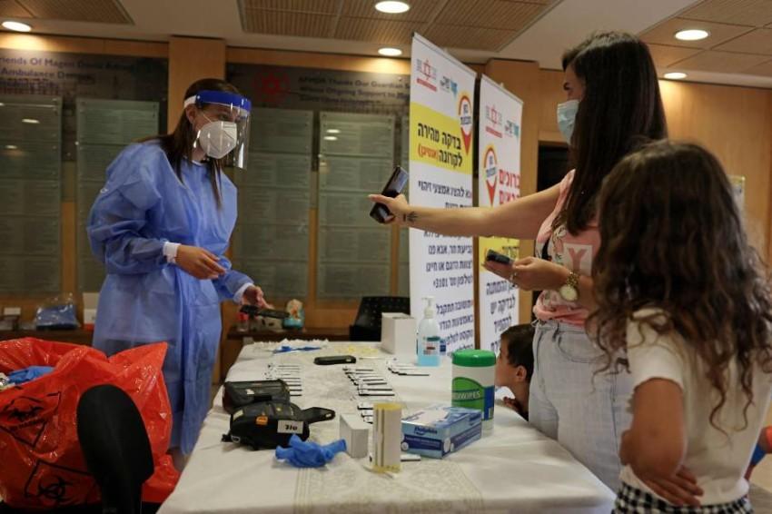 إسرائيل بدأت حملة تطعيم بالجرعات المعززة منذ نحو أسبوع.(أ ف ب)