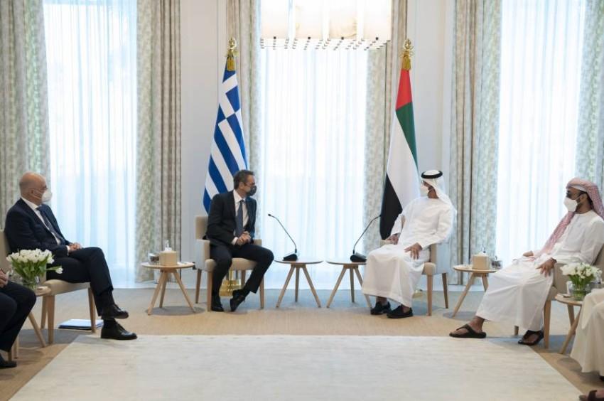 محمد بن زايد آل نهيان وصف العلاقات مع اليونان بالعمق والتميز والخصوصية. (وام)