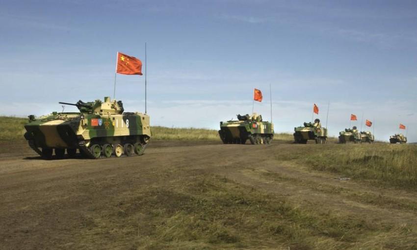 عربات عسكرية صينية في تدريبات مشتركة مع نظيرتها الروسية. (أ ب - أرشيفية)