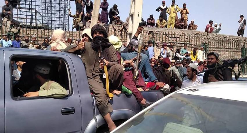 مقاتلو طالبان بعد اجتياحهم «جلال آباد». (أ ف ب)
