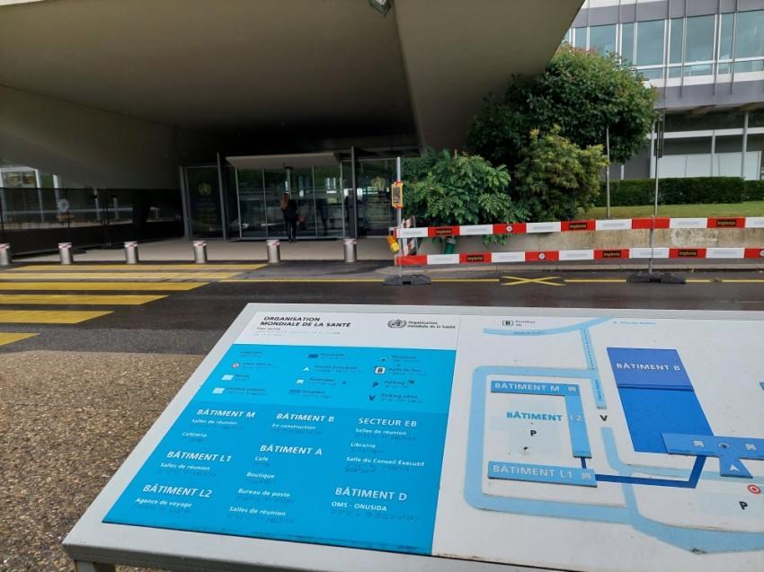 أمام مقر منظمة الصحة العالمية في جنيف. (الرؤية)