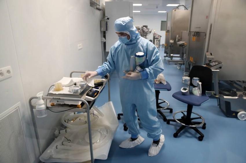 سيتضمن المعهد مرفقاً لاختبار اللقاحات والعلاجات الجديدة على المتطوعين - رويترز.