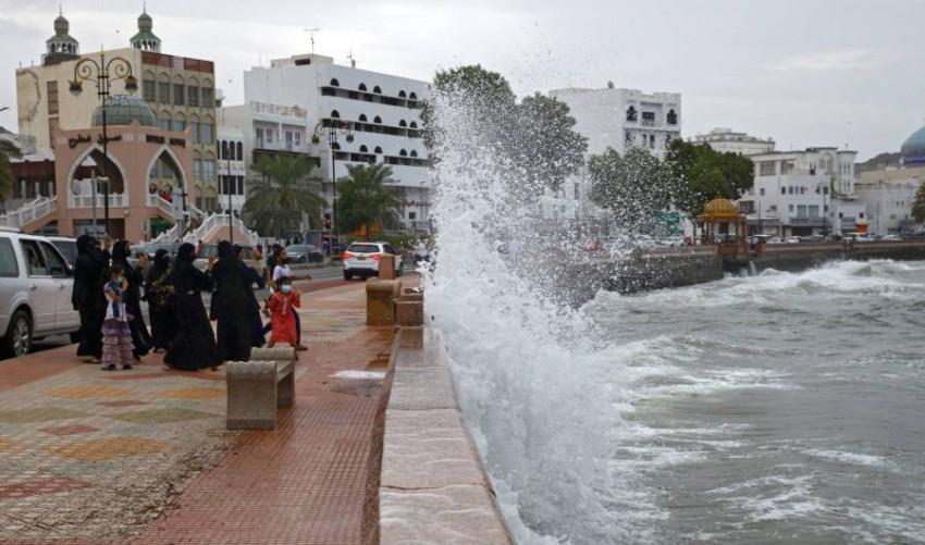 سلطنة عمان تحث المواطنين على مغادرة منازلهم مع اشتداد العاصفة شاهين - أ ف ب.