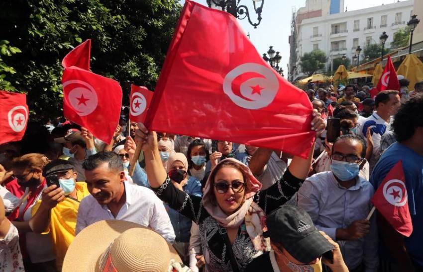كانت المظاهرة الأكبر في شارع الحبيب بورقيبة - EPA.