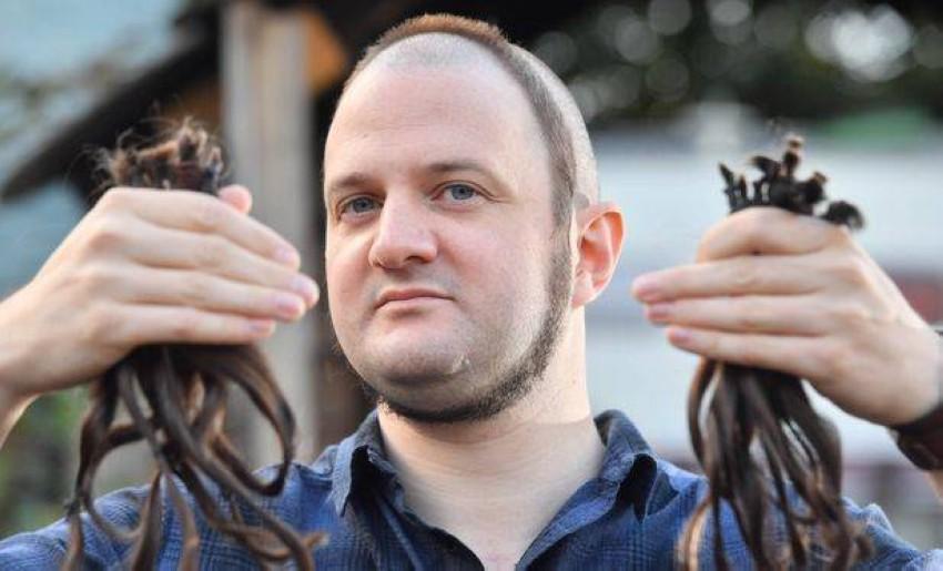 ستو اطلق لحيته وشعر رأسه لمدة 18 شهراً (Wales Online)