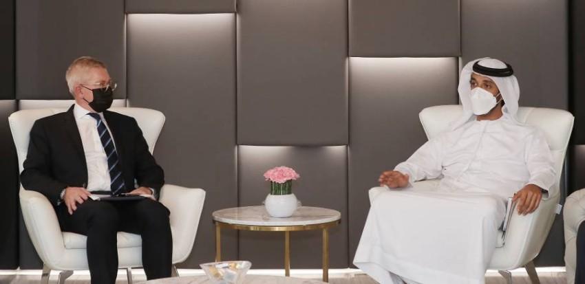وزير الاقتصاد خلال لقائه مع الرئيس التنفيذي لمجموعة إريكسون. (من المصدر)