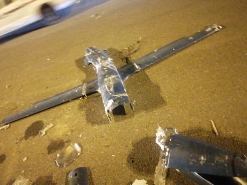 حطام طائرة مسيرة اعترضتها الدفاعات السعودية. (رويترز)