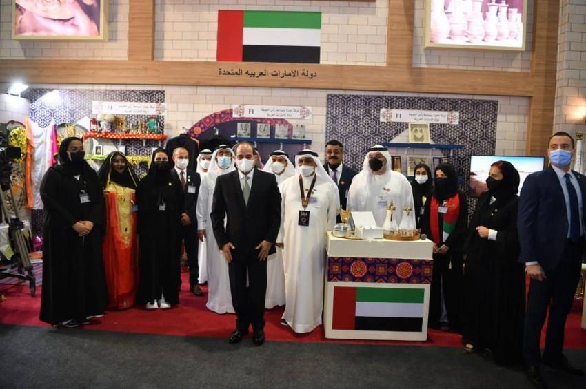 السيسي أثناء زيارته جناح الإمارات في معرض تراثنا - وام.