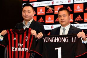 """Head of Rossoneri Sport Investment Lux, Chinese businessman and new owner of the AC Milan football club, Yonghong Li (R) poses with Rossoneri Sport Investment Lux representative David Han Li (L) during a press conference on April 14, 2017 in Milan. Serie A giants AC Milan were sold to Rossoneri Sport Investment Lux yesterday in a deal which sees the Chinese-led consortium take a 99.9% stake in the club. The seven-time European champions who are Italy's most succcessful club in international competition, have been owned by former three-time Italy prime minister Silvio Berlusconi since 1986. A joint statement by AC Milan's holding company Fininvest and Rossoneri Sport Investment Lux said on April 13, 2017 : """"Today Fininvest has completed the sale of the entire stake owned in AC Milan - equal to 99.93% - to Rossoneri Sport Investment Lux."""" / AFP PHOTO / MIGUEL MEDINA (Photo credit should read MIGUEL MEDINA/AFP/Getty Images)"""