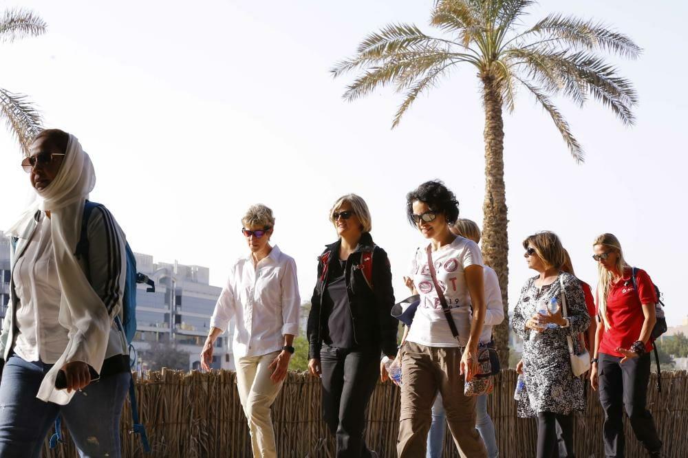 النسخة الخامسة من مسيرة النساء التراثية انطلقت أمس الخميس بدعم من دائرة الثقافة والسياحة – أبوظبي (2) - Copy